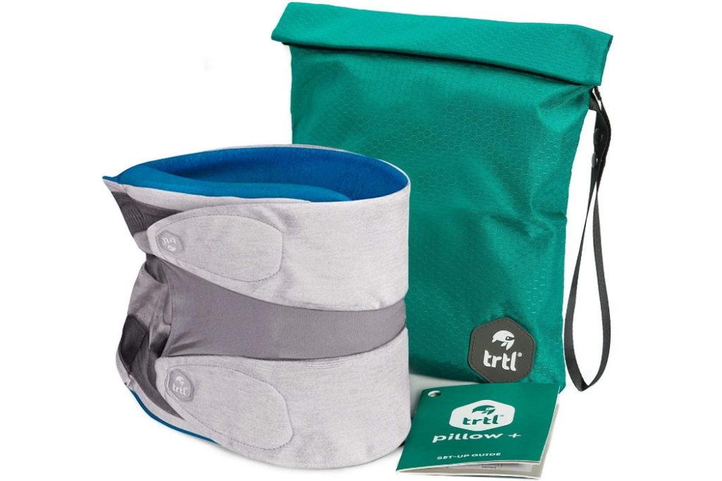 almohada de viaje ajustable trtl pillow plus con bolsa