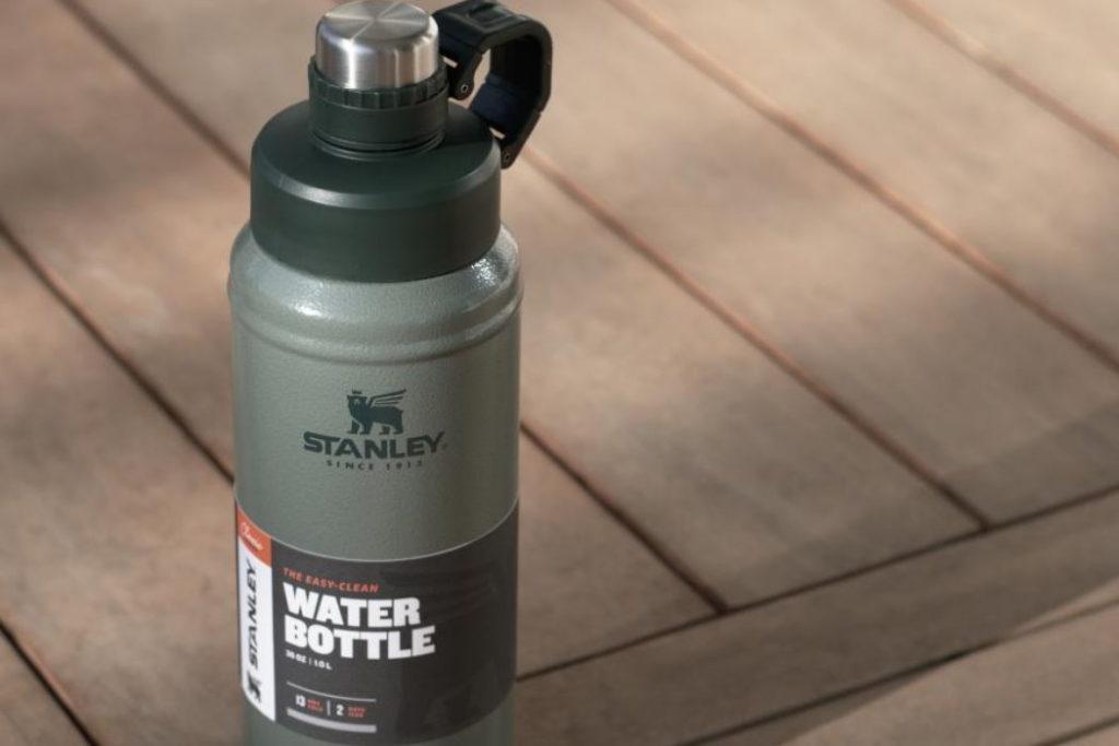 botella de agua stanley classic easy clean 25 oz reseña