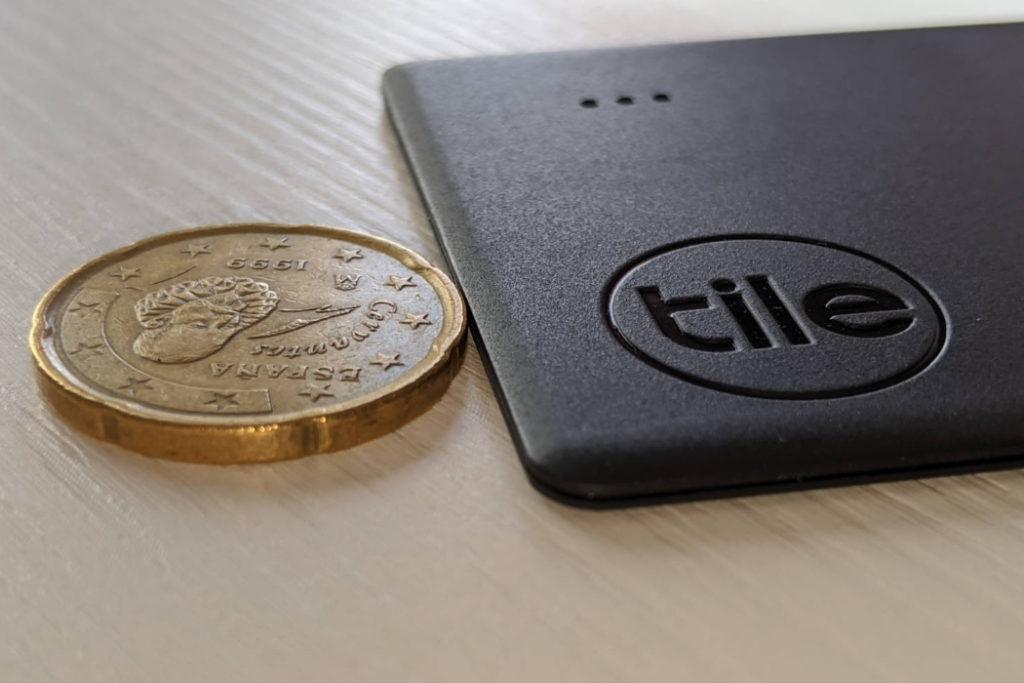 buscador de artículos Tile Slim moneda