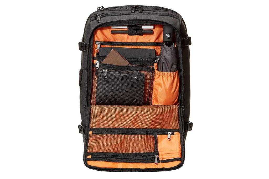 mochila de viaje amazonbasics compartimentos