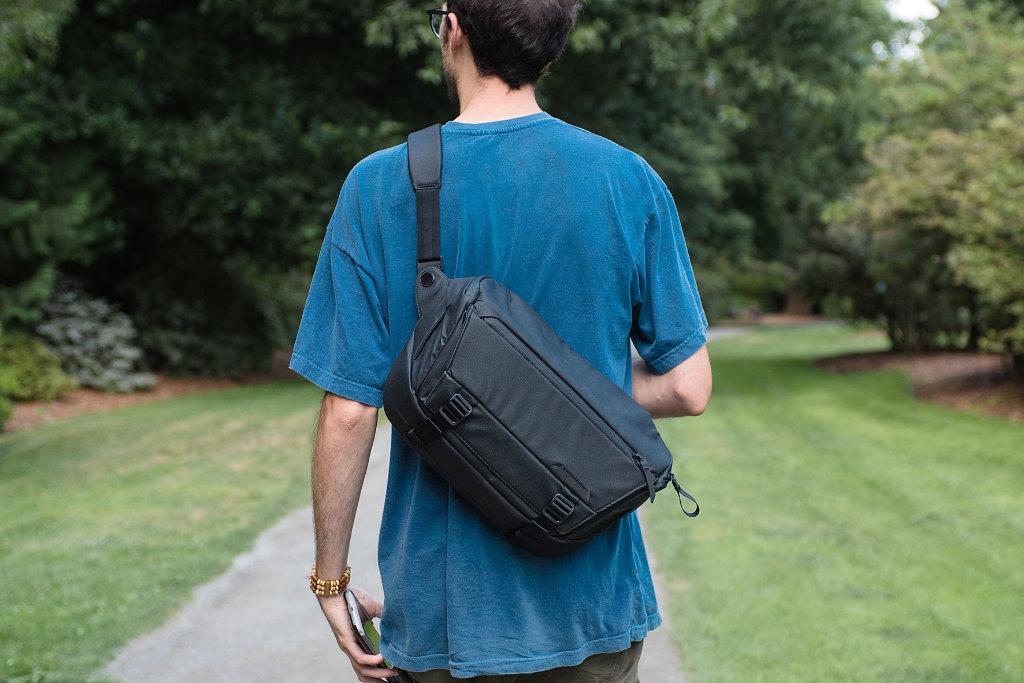 peak design everyday sling 10l v2 espalda