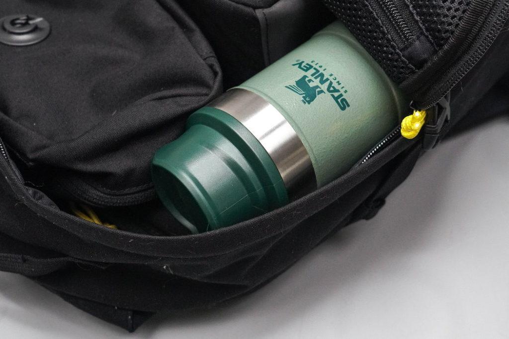 taza de viaje stanley classic trigger action 12 oz mochila