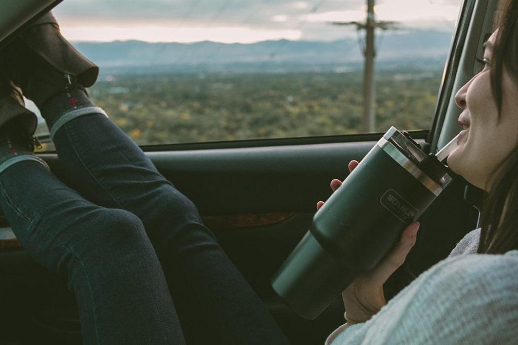 vaso de viaje stanley adventure quencher 30 oz viaje