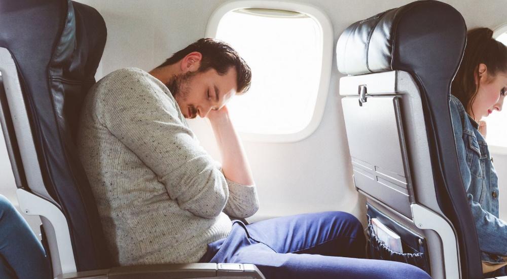 Dormir en el Avión: 12 Consejos para Viajeros