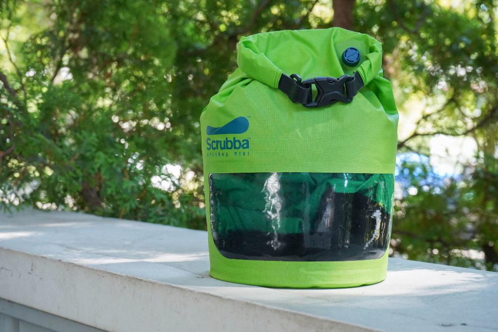bolsa lavado portatil scrubba en uso