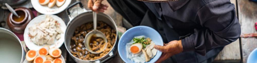 comer comida local viajando