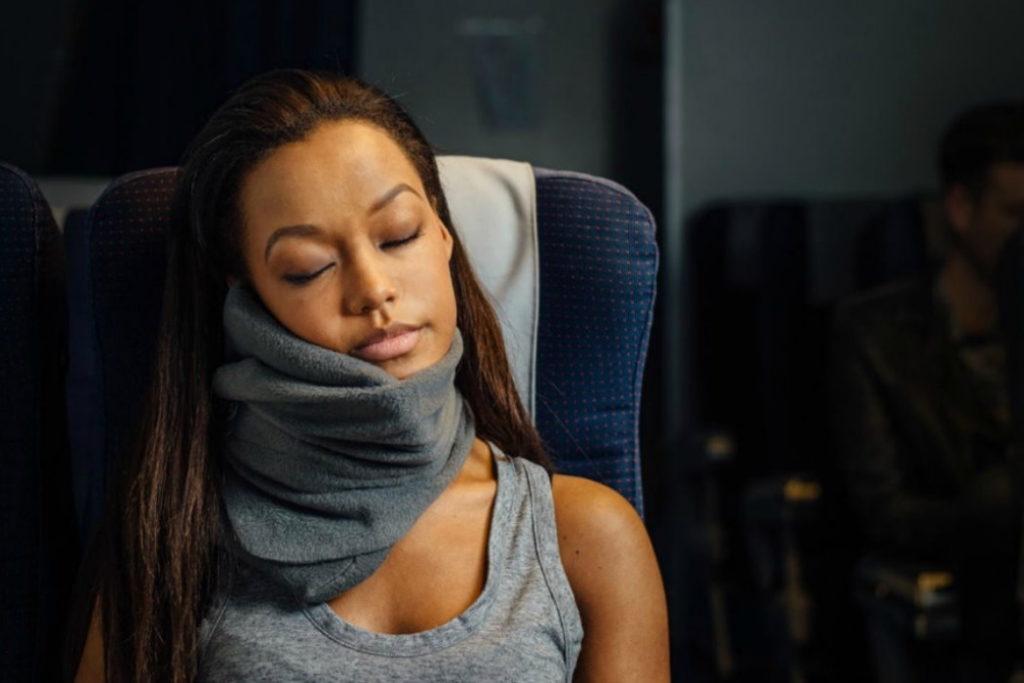 almohada de viaje trtl viaje