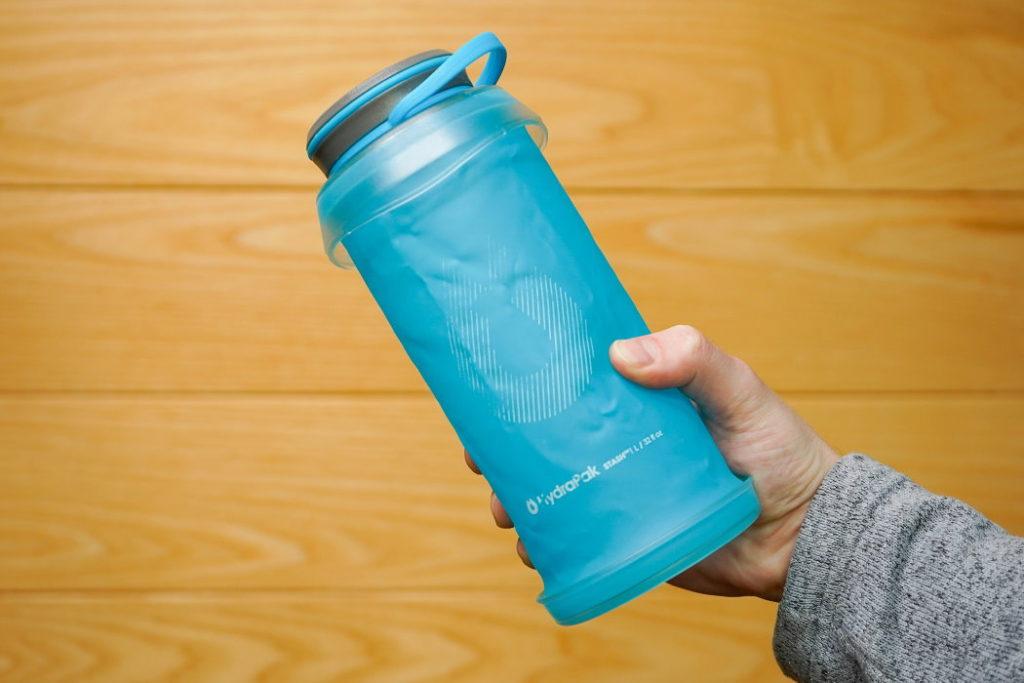 botella de agua plegable hydrapak stash 1l tamaño