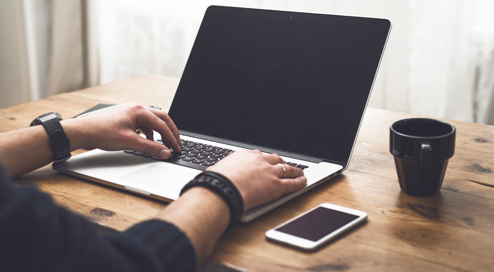 Guía sobre los Mejores Portátiles para Nómadas Digitales en 2021