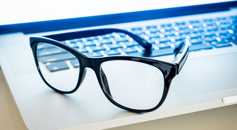 ¿Qué son las Gafas de Luz Azul? ¿Las Necesitas?